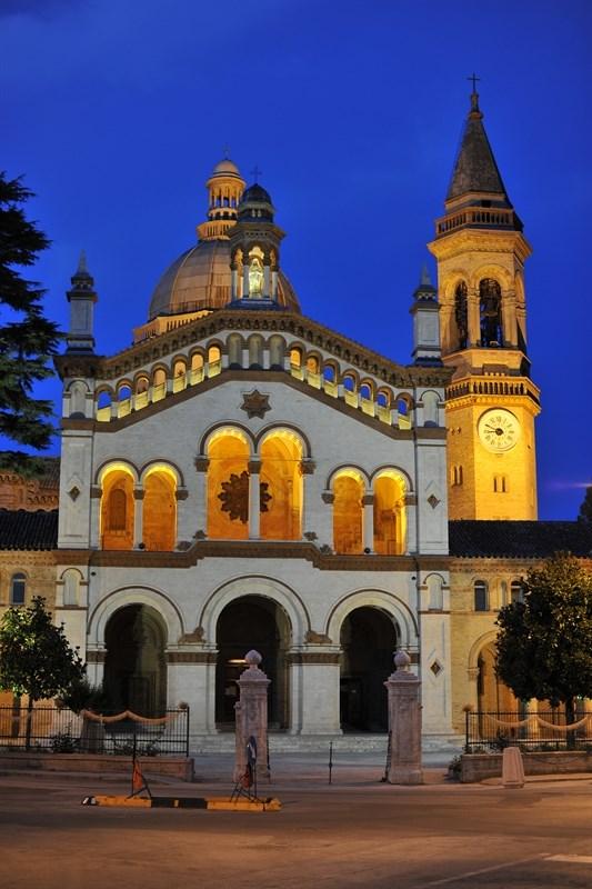 Scopri le attrazioni di Osimo - Santuario Beata Vergine Addolorata di Campocavallo di Osimo