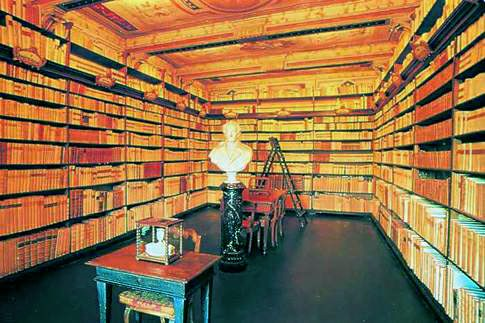 Scopri le attrazioni di Recanati - Biblioteca Leopardi