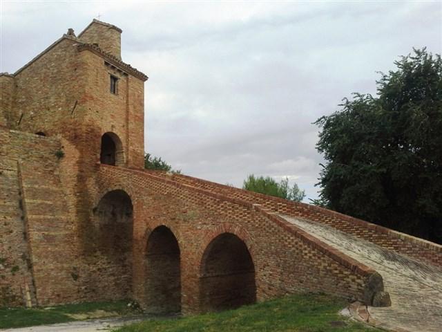 Arcevia_Castello_Loretello_Ponte