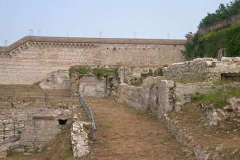 Resti dell'Anfiteatro romano