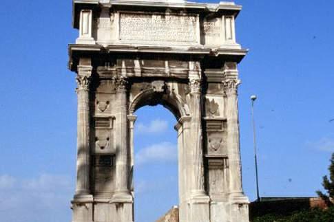 Veduta dell'arco di Traiano ad Ancona