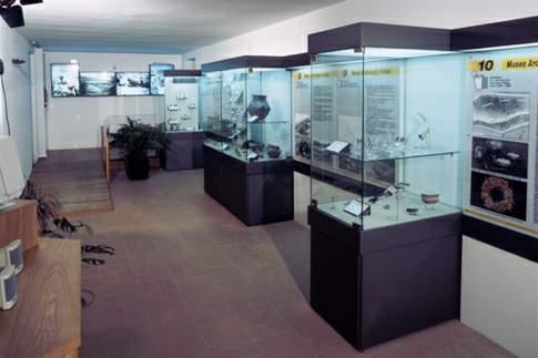 Sala con reperti provenienti dall'abitato di Monte Croce Guardia