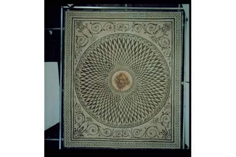 Mosaico policromo con erma bifronte