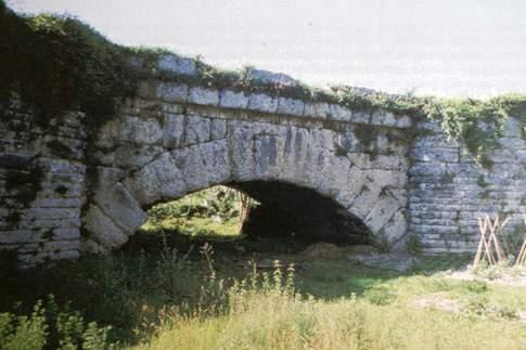 Veduta del Ponte Mallio a Cagli