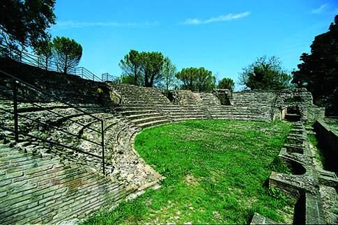 Veduta del Teatro romano di Falerone