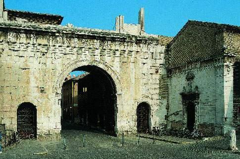 Veduta dell'Arco di Augusto a Fano