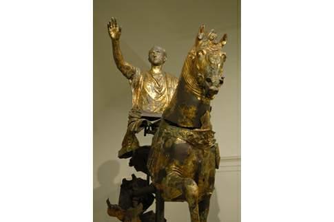 Particolare della statua equestre con cavaliere