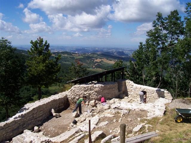 Montecopiolo- Area archeologica Castello 3
