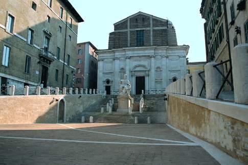 Piazza del Plebiscito, meglio nota come Piazza del Papa