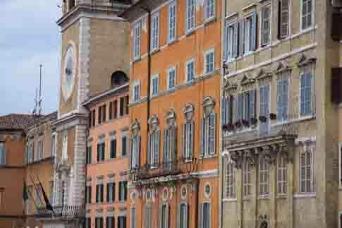 Palazzi in Piazza del Plebiscito, meglio nota come Piazza del Papa