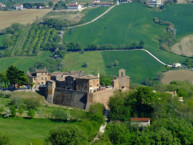Arcevia_Castello_Loretello_panorama