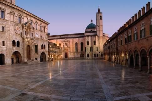 Piazza del Popolo, il salotto cittadino di Ascoli Piceno