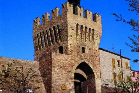 Entrata al borgo di Civitanova Alta