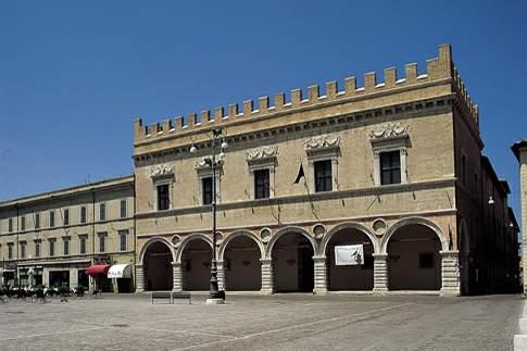 Attrazione di Pesaro - Piazza del Popolo