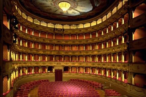 Scopri le attrazioni di Pesaro - Teatro Rossini