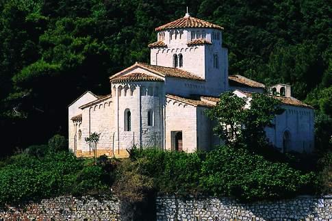 Veduta della Chiesa di Santa Maria di Portonovo