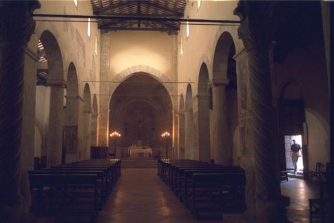 Interno della Chiesa di S. Maria Intervineas