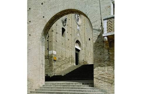 Scopri le attrazioni di Montecassiano - Chiesa di S. Maria Assunta in Cielo
