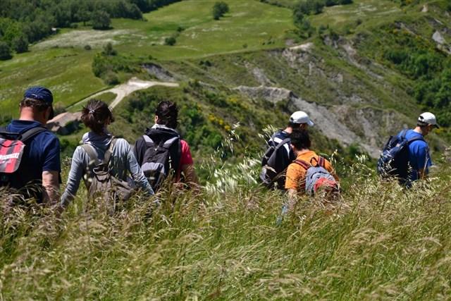 Escursionisti in natura