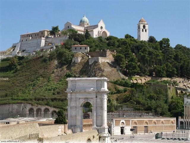 Arco di Traiano e Duomo