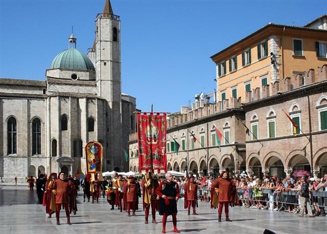 Piazza del Popolo con Corteo della Quintana