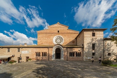 Discover the itinerary Abbadia di Fiastra and the surrounding area