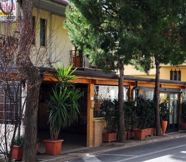 Entrata al ristorante dalla veranda