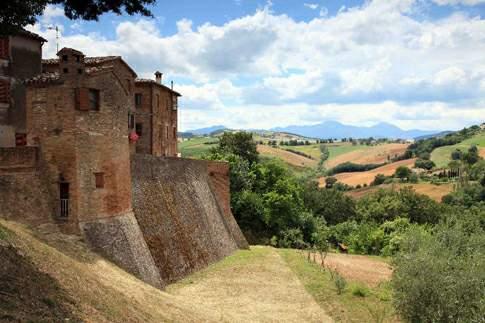 Arcevia - Castello di Loretello e borgo
