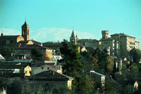 Discover the town of Ostra