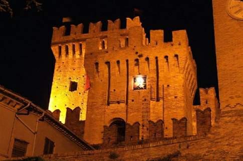 Rocca di Offagna, vista notturna