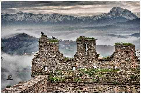 Il borgo di Montefiore dell'Aso