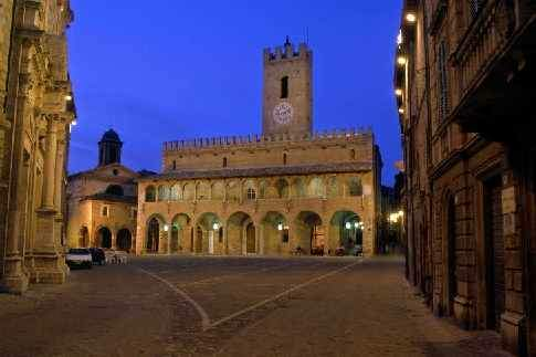 Offida - Piazza del Popolo