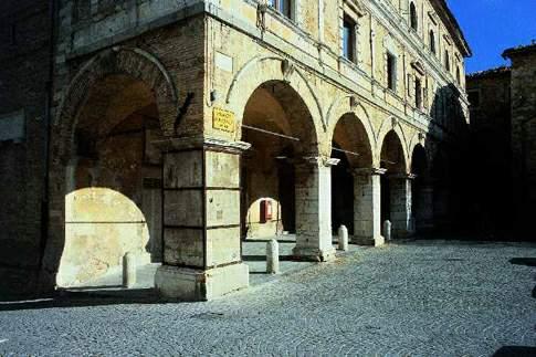 Cingoli - Portici del Palazzo Comunale