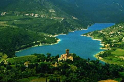 Il lago di Fiastra