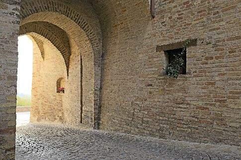 Borgo di Montecosaro