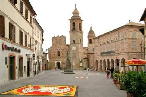 San Ginesio - Piazza Alberico Gentili