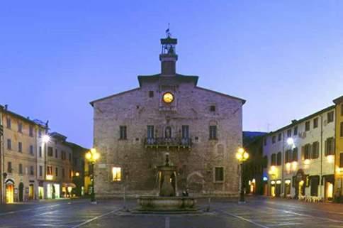 Piazza Matteotti e il Palazzo comunale