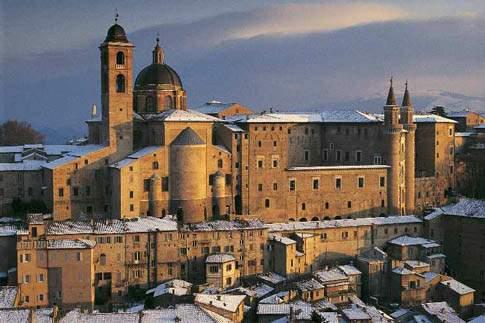 Scopri la città di Urbino città UNESCO e patria di Raffaello