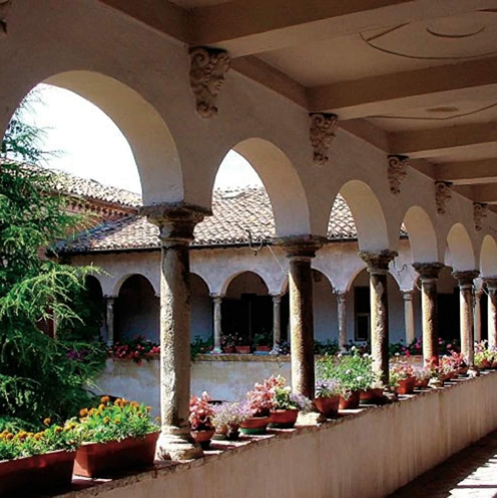 Cortile Interno del Monastero di San Luca