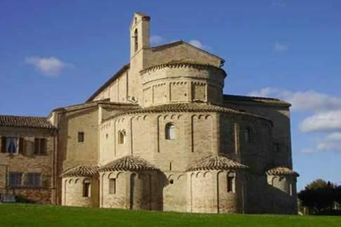 Scopri le attrazioni di Montecosaro - Abbazia di S. Maria a piè di Chienti