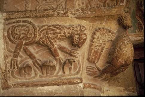 Particolare del capitello dell'Abbazia di Santa Croce dei Conti