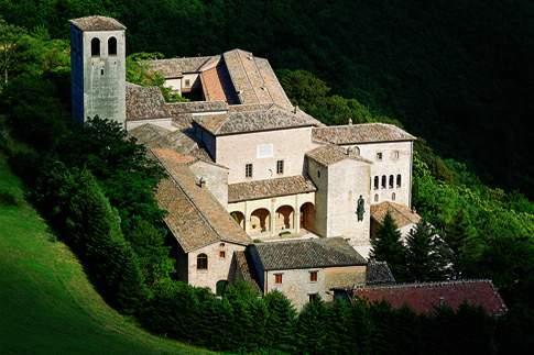 Scopri le attrazioni di Serra Sant'Abbondio - Monastero della Santa Croce di Fonte Avellana