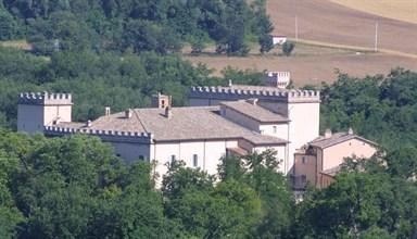 Scopri le attrazioni di Castelraimondo  - Castello di Lanciano e Museo Maria Sofia Giustiniani Bandini