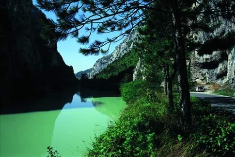 Scopri le attrazioni di Acqualagna - Riserva Naturale Statale Gola del Furlo