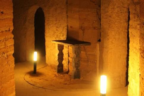 Grotta Mancinforte con uno degli altari in alabastro cinereo