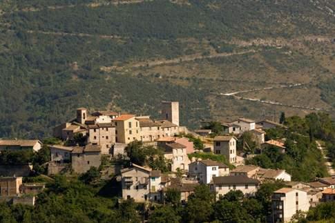 Borgo antico, il castello e la torre di Pierosara