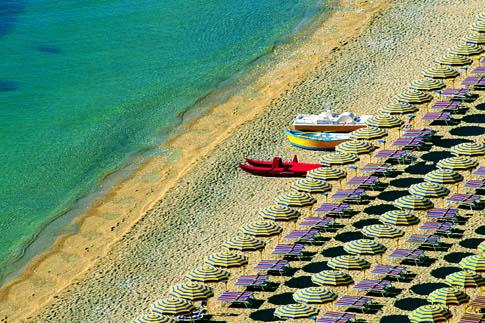 Ombrelloni sulla spiaggia di Numana