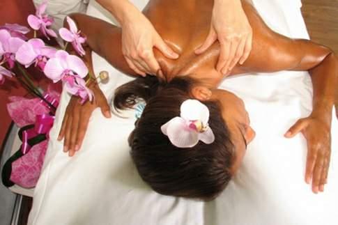 Massaggio Lomi Lomi al centro benessere delle Pitinum Thermae di Macerata Feltria