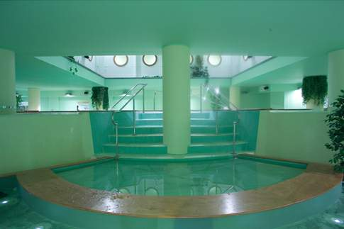 La piscina termale delle Terme di Raffaello