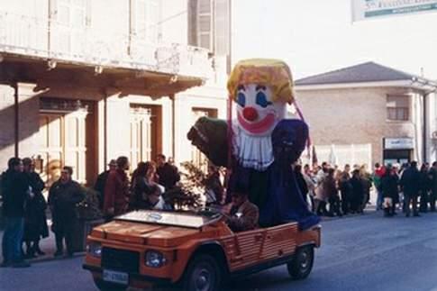 Sfilata di carri allegorici del Carnevale de li Paniccia'